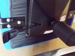 Bürostuhl für Übergewichtige - Ansicht der Sitzplatte von unten mit robuster Verarbeitung